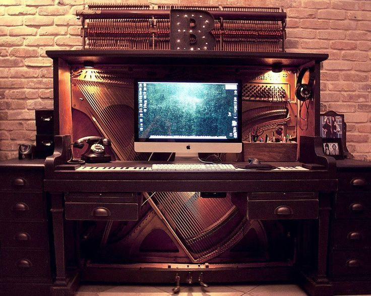 Old Piano Upcycled into Awesome Desk Design Sustainability - Good Use For An Old Piano ! Tc3 Pinterest Pianos, Desks And