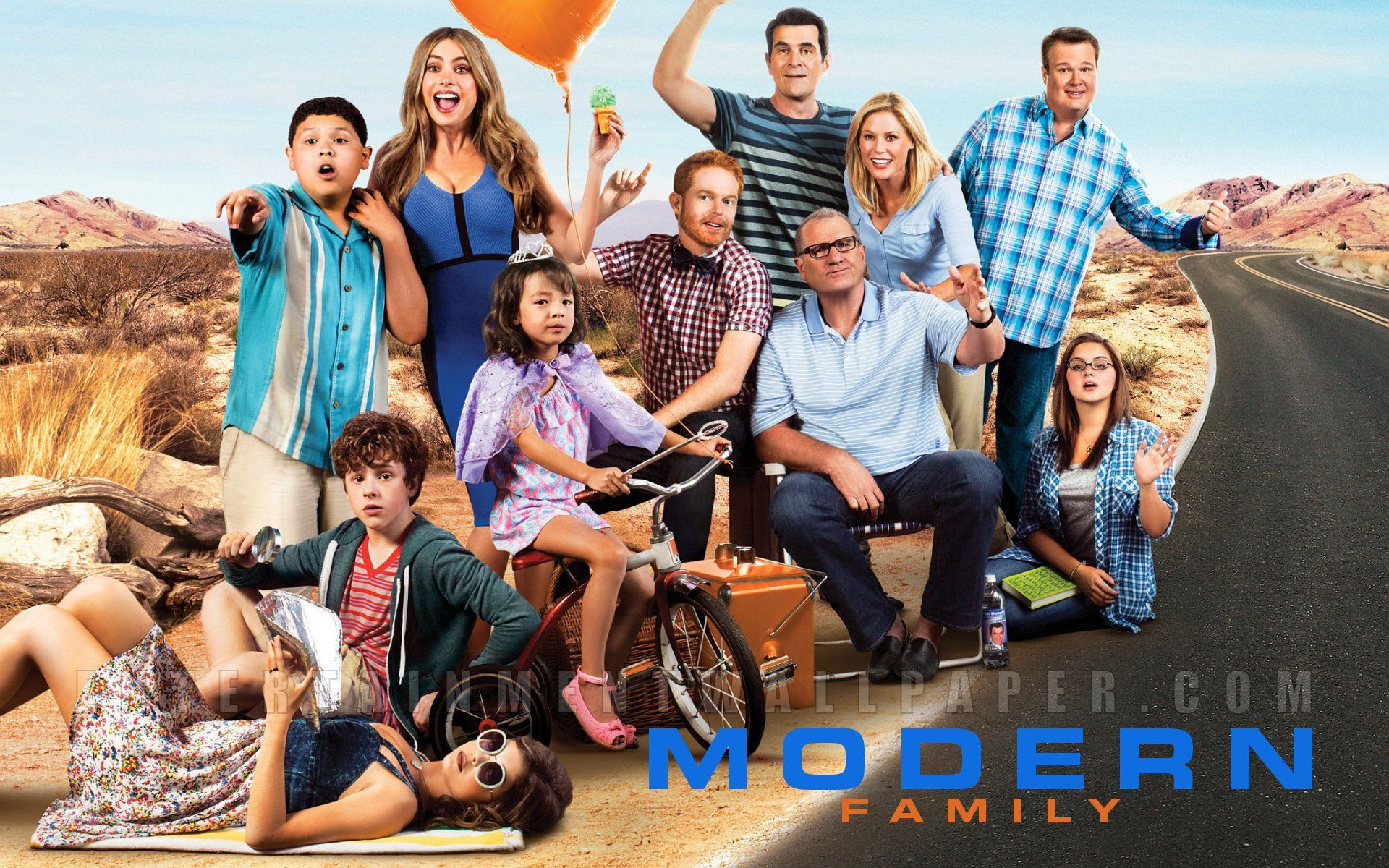 Pics for modern family wallpaper for Modern family wallpaper