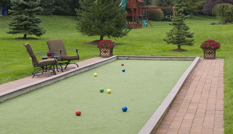 how to play bocce ball on a court