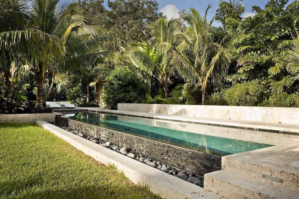 Tropical Backyard Garden | Island home- Outdoor ...