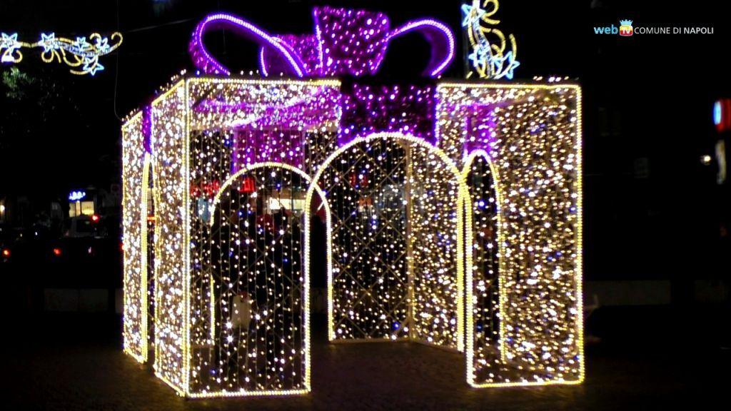 Decorazioni Natalizie Napoli.Napoli Luminarie Di Natale Colori E Suggestioni In Tutta La Citta Decorazioni Natale All Aperto Vetrine Natalizie Decorazioni Di Natale