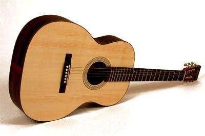 El otro pasión era la guitarra. Kurt empezó tocar la guitarra cuando tenía trece años.