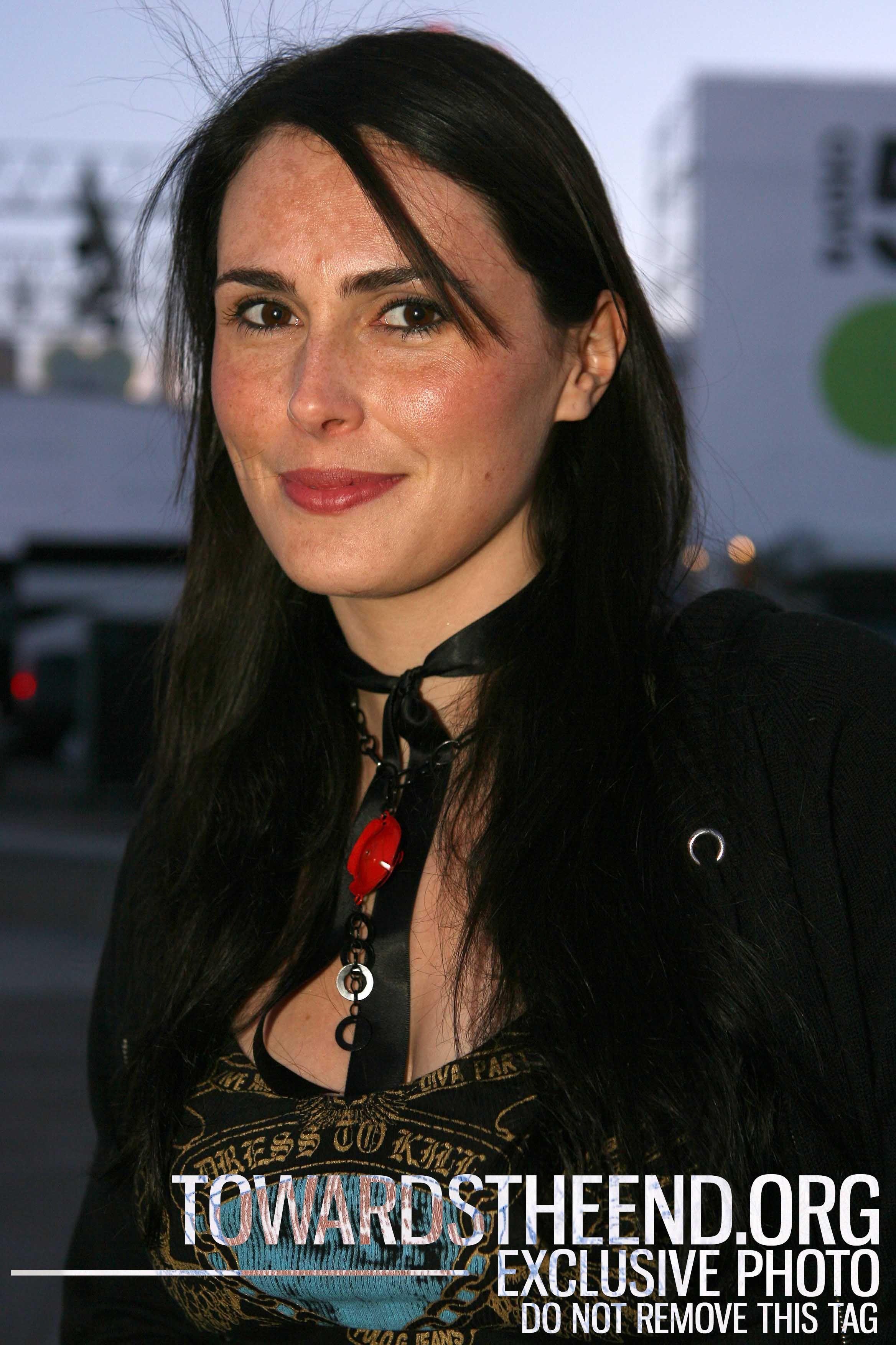 Rate Dutch singer Sharon Den Adel