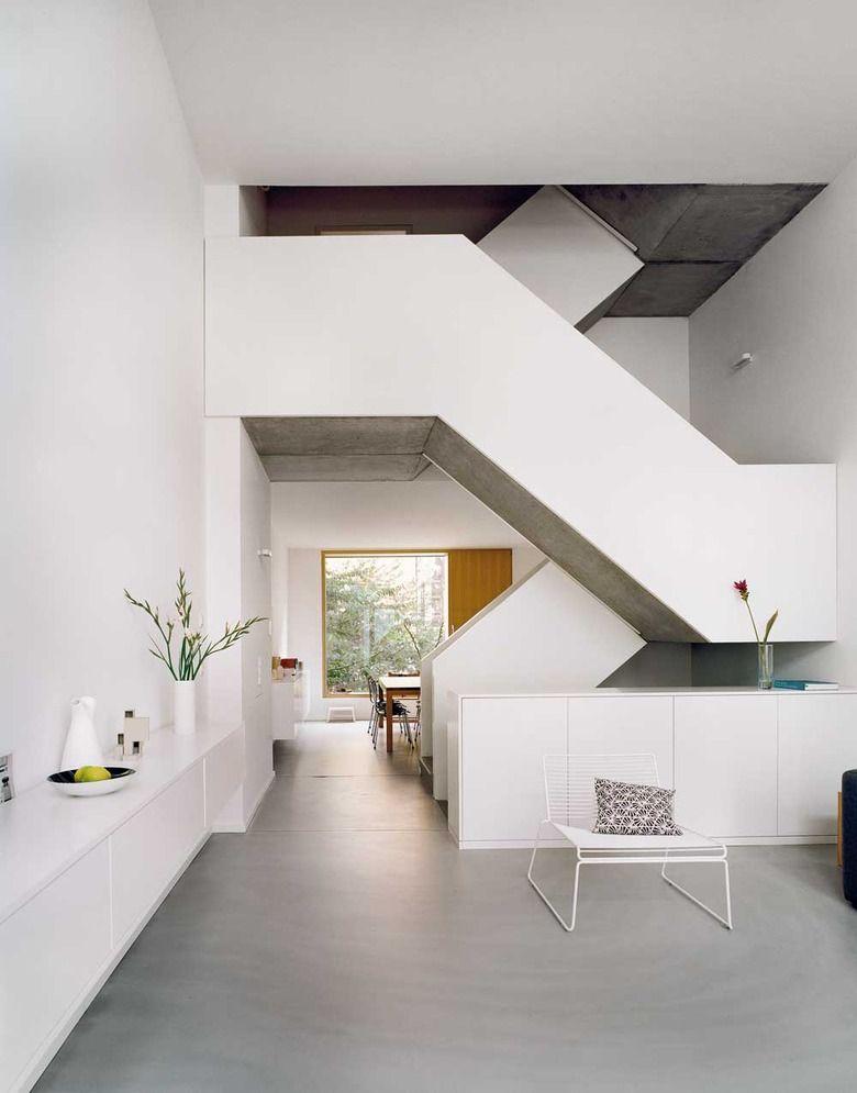 Wohnanlage in Berlin Treppe, Dorf und Griechische - design treppe holz lebendig aussieht