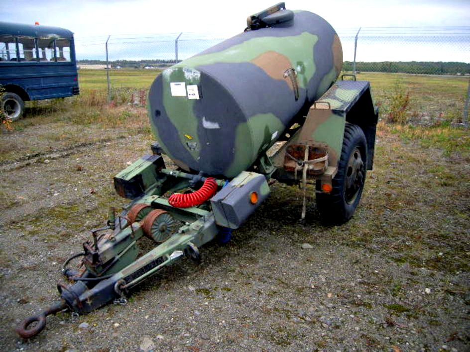 1991 trailer mounted 400 gallon water tank on