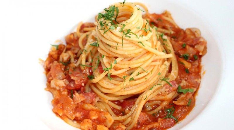 Spaghetti con ragù alla pancetta