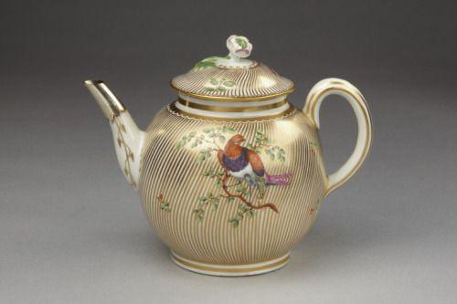 Teapot Royal Worcester, England, 1775 The Victoria & Albert Museum