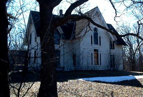 Abandoned Home Outside Of Fond Du Lac Wi Haunted Yikes Down The Road From Our House Abandoned Houses Abandoned Places Old Houses