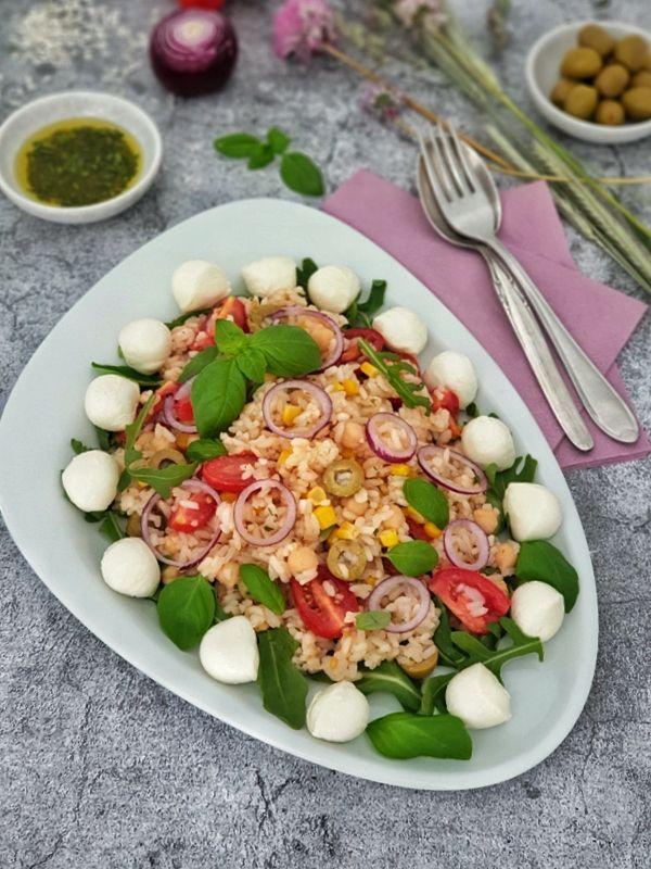 Italienischer Reissalat einfach und lecker Rezept  Mein italienischer Reissalat und schnell und einfach zuzubereiten Der Reissalat wird mit kaltem Re