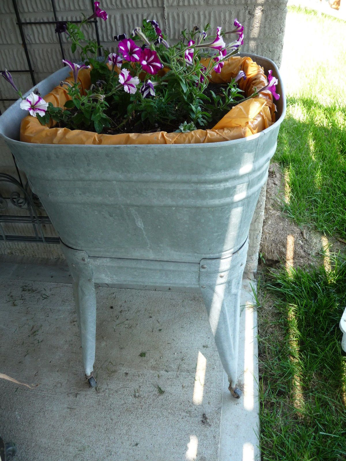oval tall stand with bucket metal on tub wash galvanized