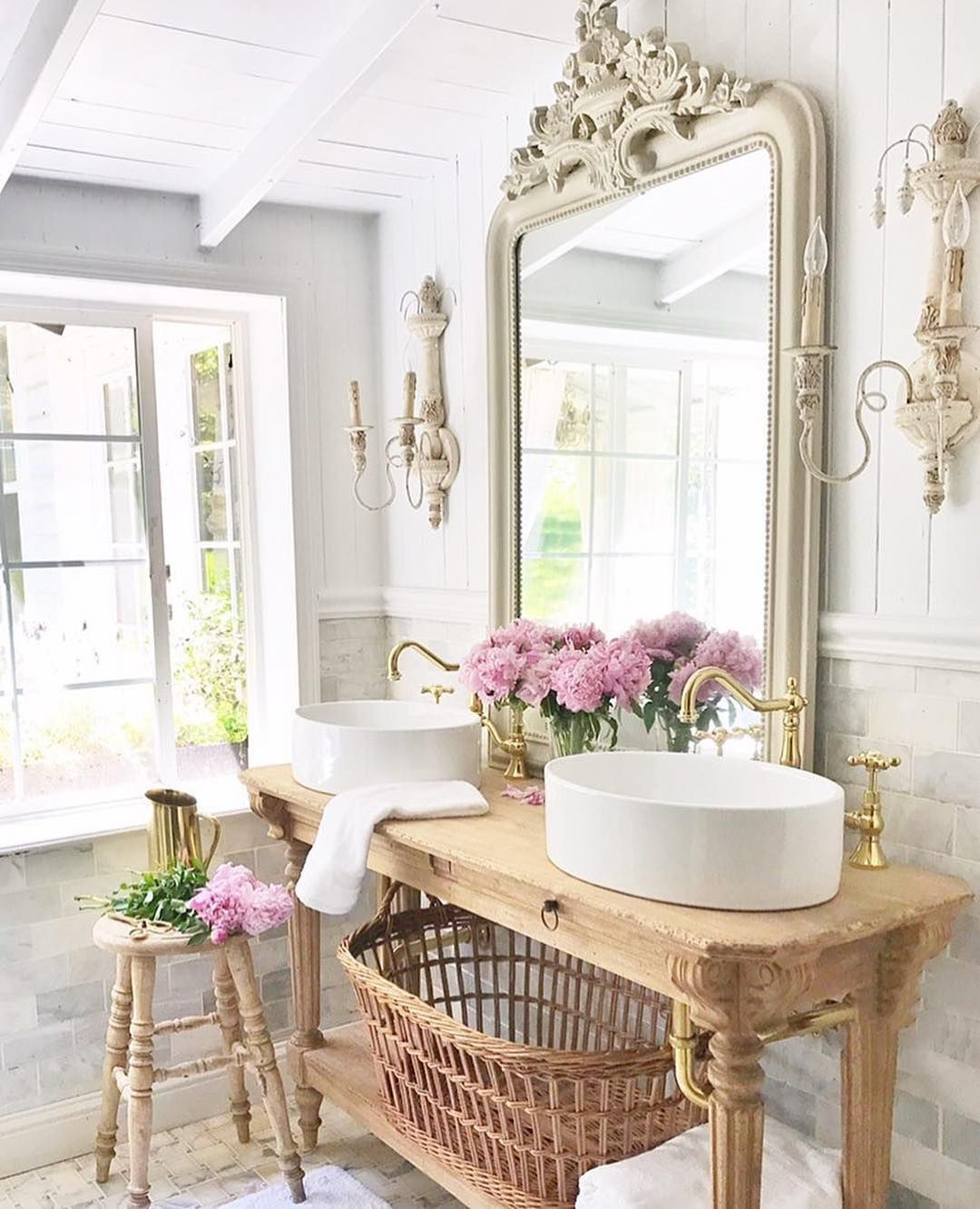 Powder room goals ✨💄 Photo by: @frenchcountrycottage | ⭐Bathroom ...