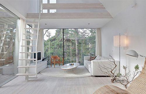 10x Open Boekenplanken : White washed interiors spaces and mezzanine