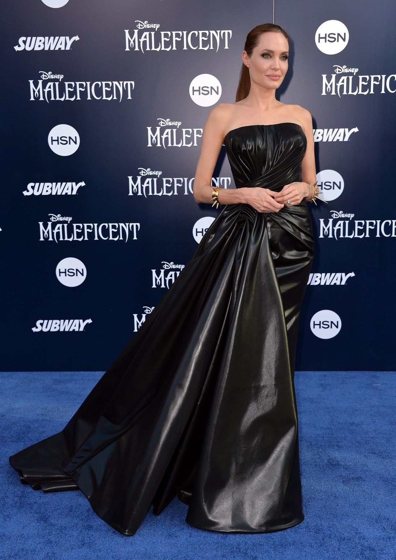 See All Angles Of Angelina Jolie S Maleficent Premiere Dress