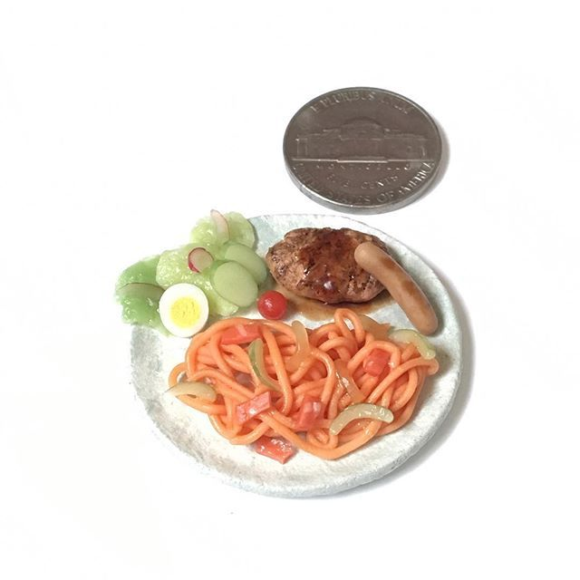 #ナポリタン #ハンバーグ #ソーセージ #サラダ #neapolitan #hamburgsteak #saupage #salad  #yummy #yum  #handmade #claywork #miniature #fakefood