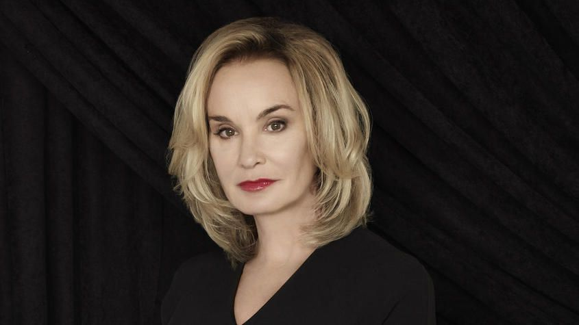 Jessica Lange S Hairstyle Is Classic And Sophisticated Com