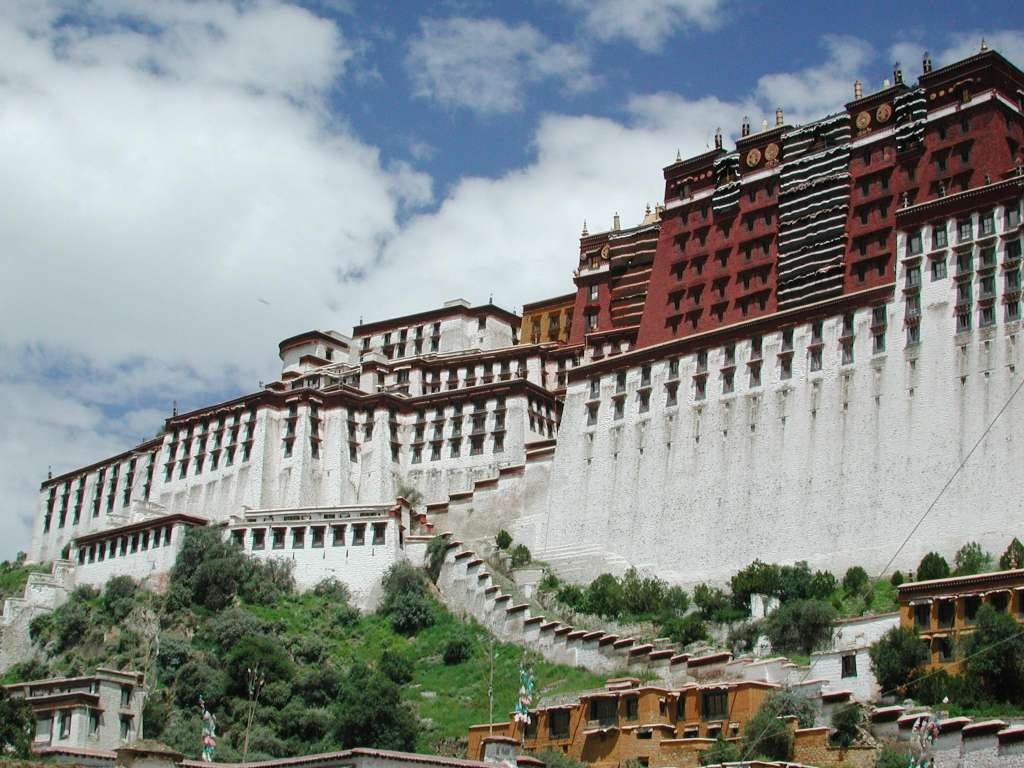 The Potala Palace Winter Palace Of The Dalai Lama Since The 7th Century Symbolizes Tibetan Buddhism And Its Cen Beautiful Castles Wonders Of The World Castle