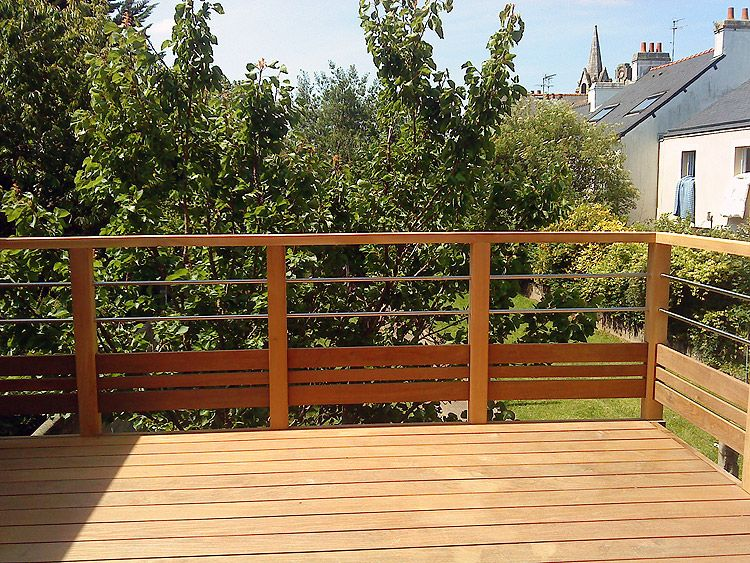 Terrasse bois et garde corps patio d co ext rieur for Patio exterieur en bois