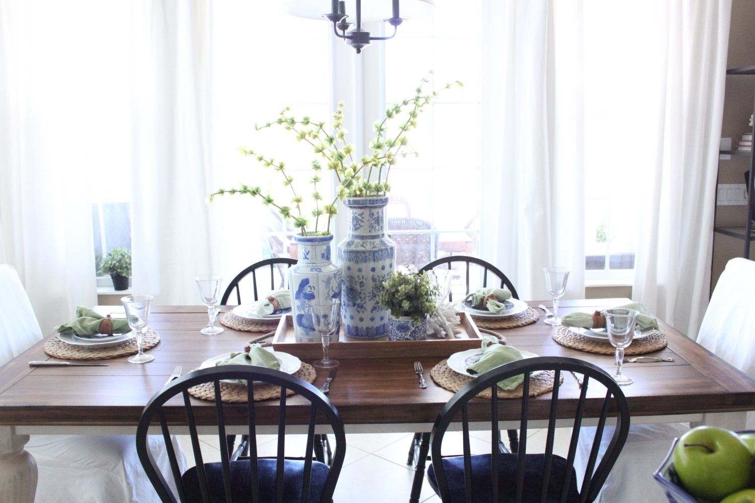 A Blue And Green Cottage Table Starfish Cottage Cottage Table White Dining Room Sets Dining Room Table Centerpieces