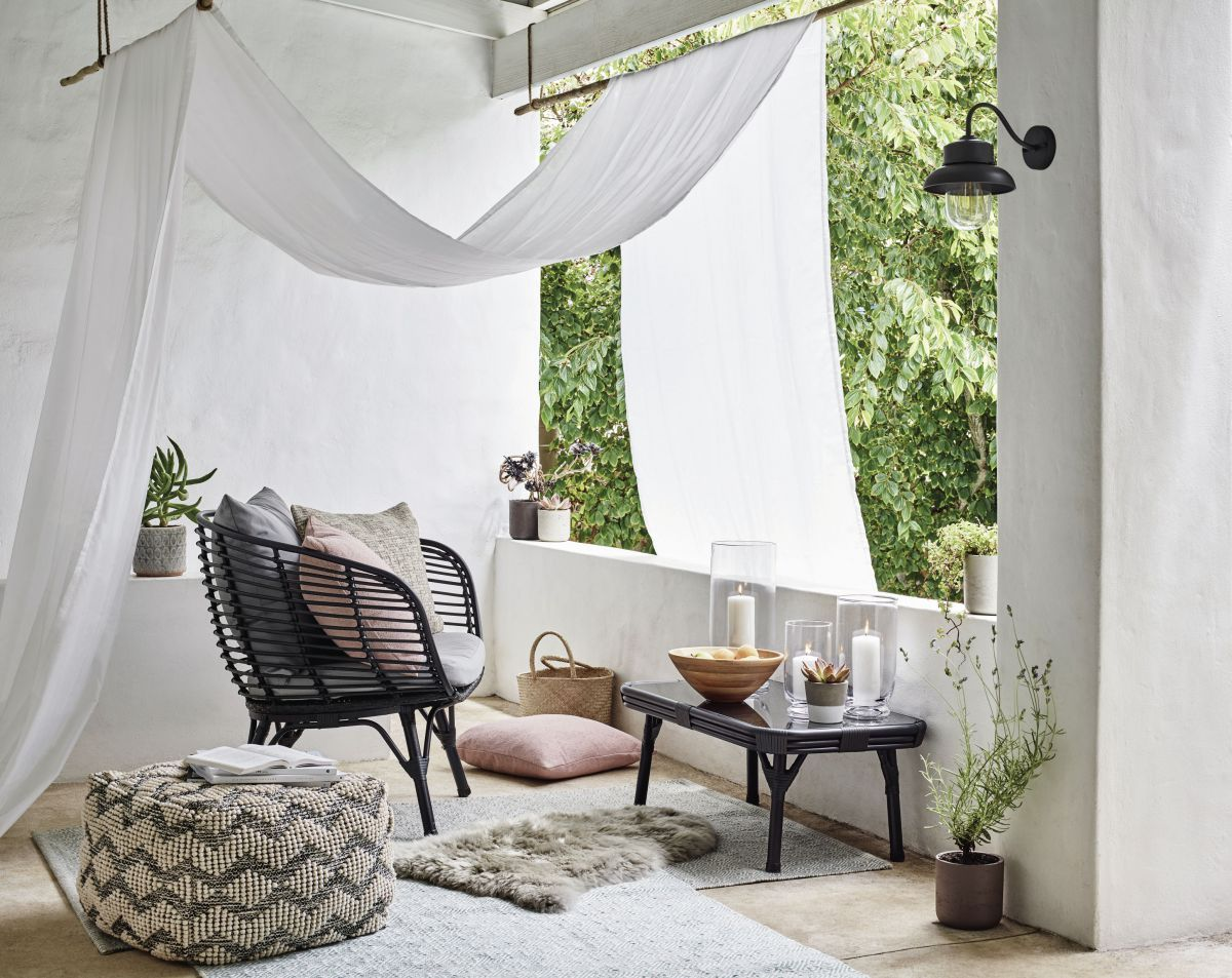 Best Ideas For Small Outdoor Spaces With Images Small Outdoor Spaces Balcony Furniture Garden Furniture