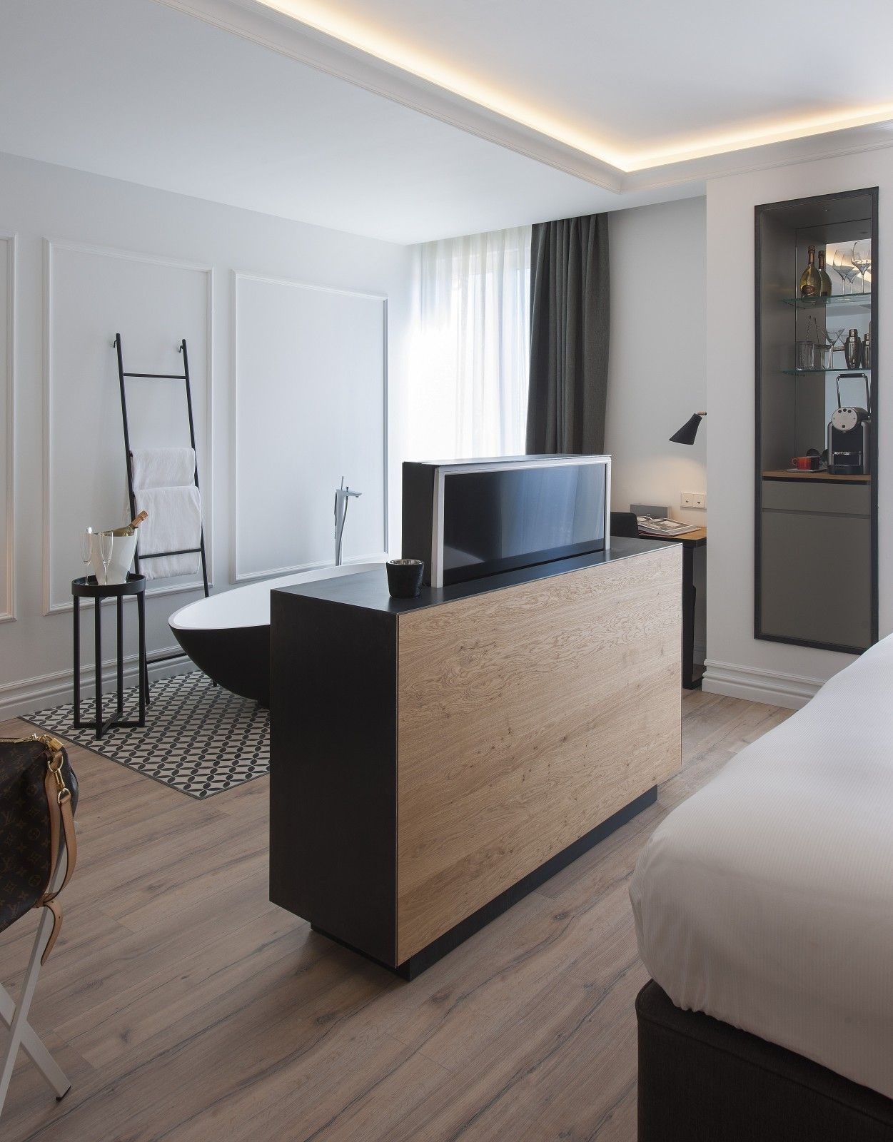 Inspire Your Luxury Home In Exclusive Design Hotels With My Selection Of Premium Meuble Tv Chambre Deco Chambre Parentale Moderne Decoration Interieure Chambre