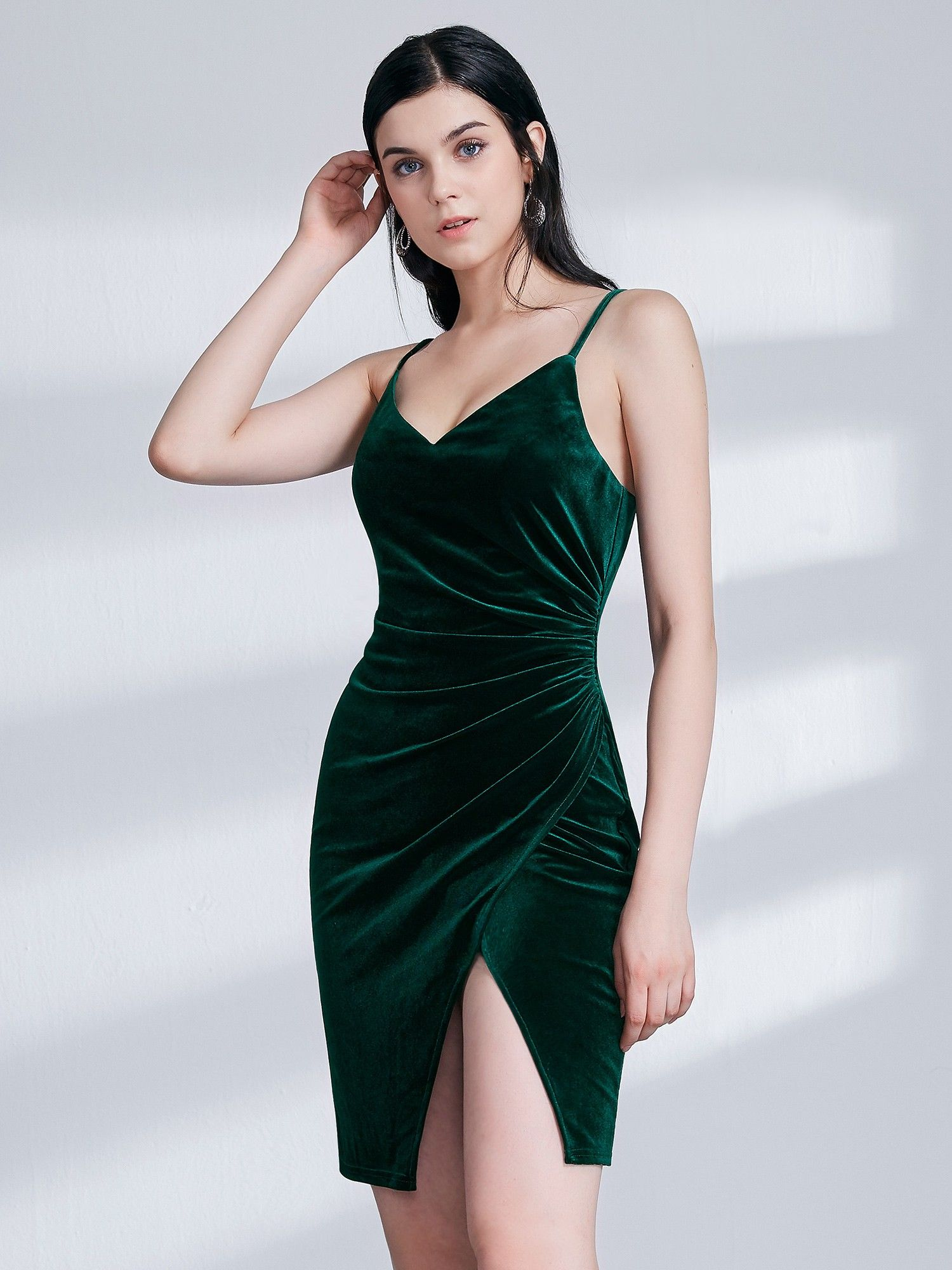 198e2170695e Sexy Fitted Green Velvet Cocktail Dress | Ever-Pretty #partydress  #partydresses #shortdress #velvetdress #EverPretty #greendress