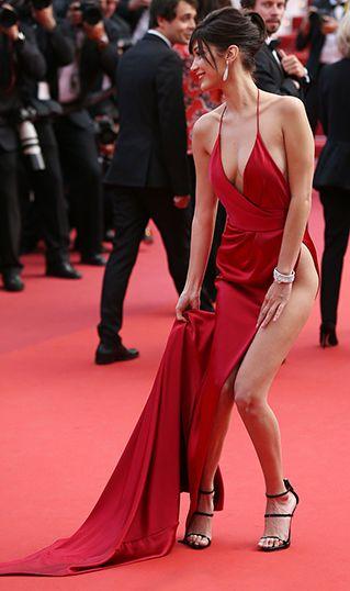 """a436ab1b6ec00 女優やモデルの花道といえるレッドカーペットは今年、""""美脚の競演""""とも言える舞台となった。中でも強烈な存在感を見せたのは、モデルのベラ・ハディッドだ。"""