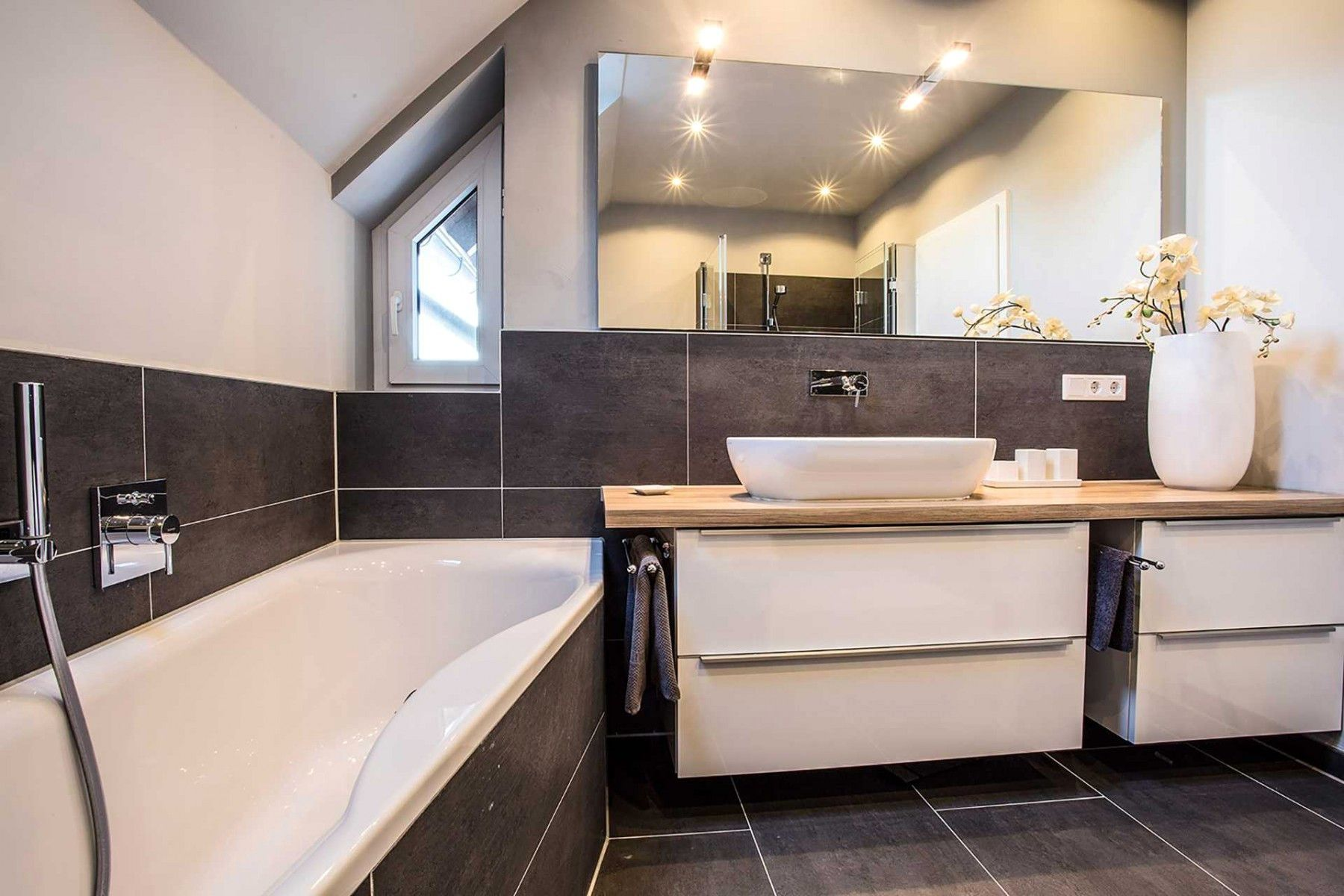 8 Badezimmer Grau Weiss Holz Badezimmer Badezimmer Badezimmer Eintagamsee Main Bathroom Ideas Bathroom Layout Wood Bathroom