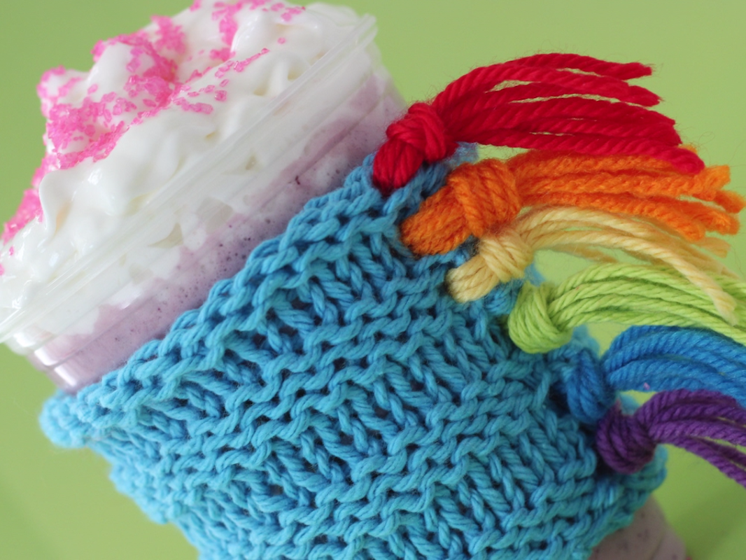 Photo of How to Knit a Unicorn Drink Cozy with