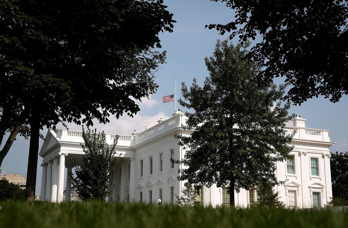 Under Pressure Trump Re Lowers White House Flag For Mccain John Mccain White House Mccain