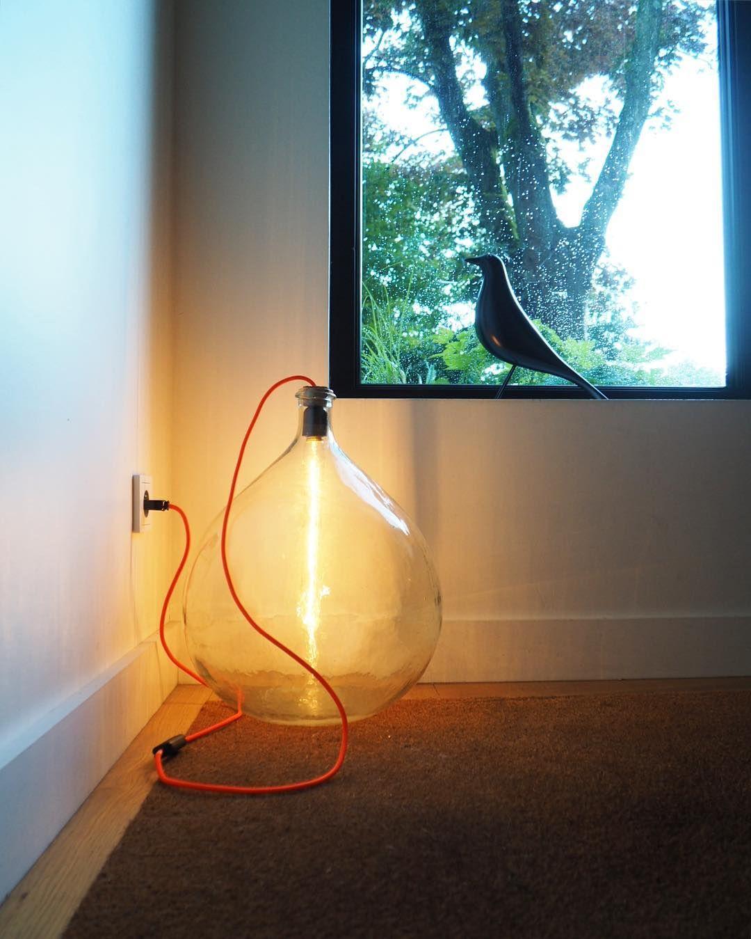 Eclairage dame jeanne lampe edison en tube et fil de couleur
