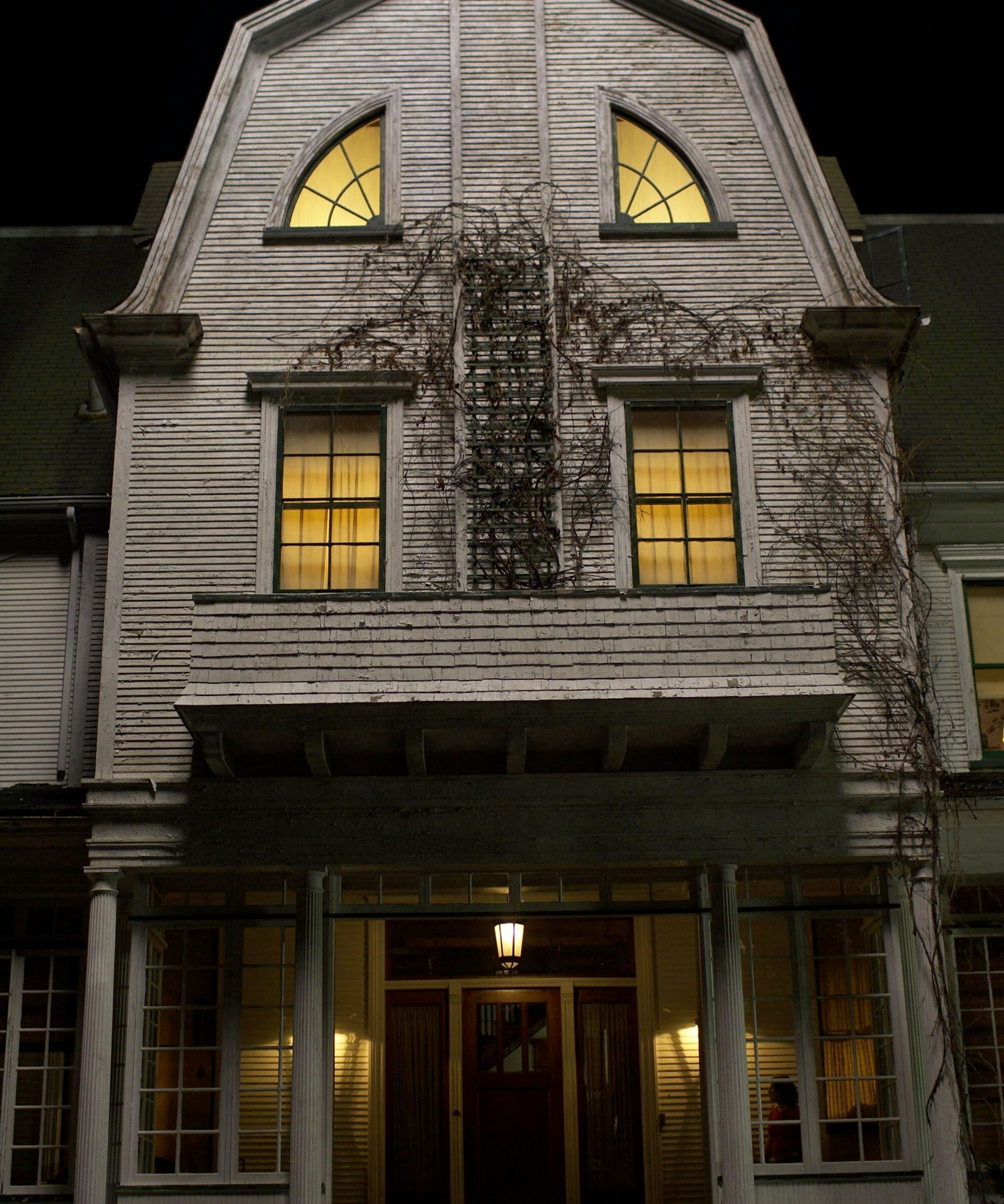 The 15 Creepiest Haunted Houses In Movies & TV (With