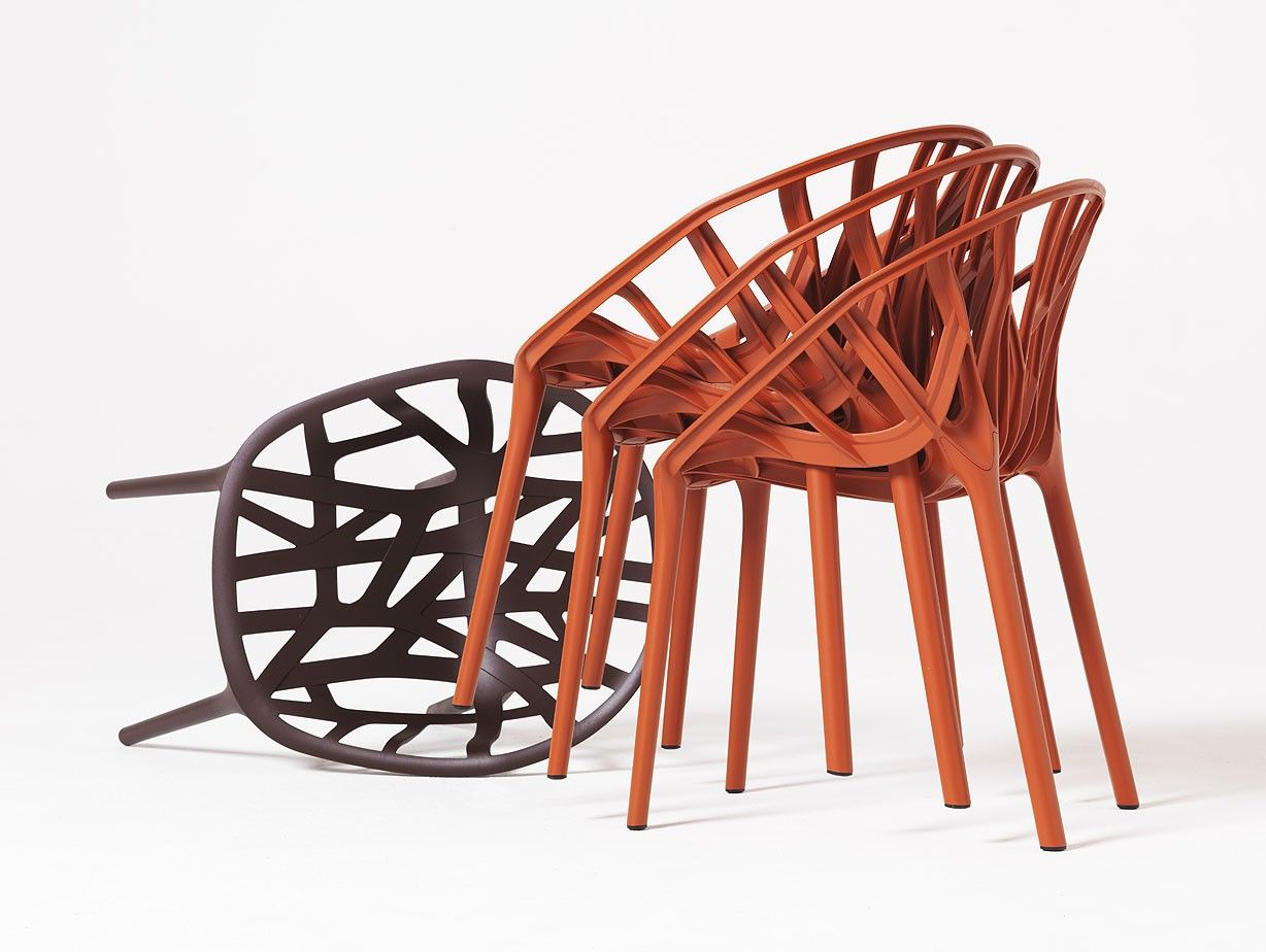 Vegetable (Ronan and Erwan Boroullec, 2008): a chair whose contours are borrowed from nature.