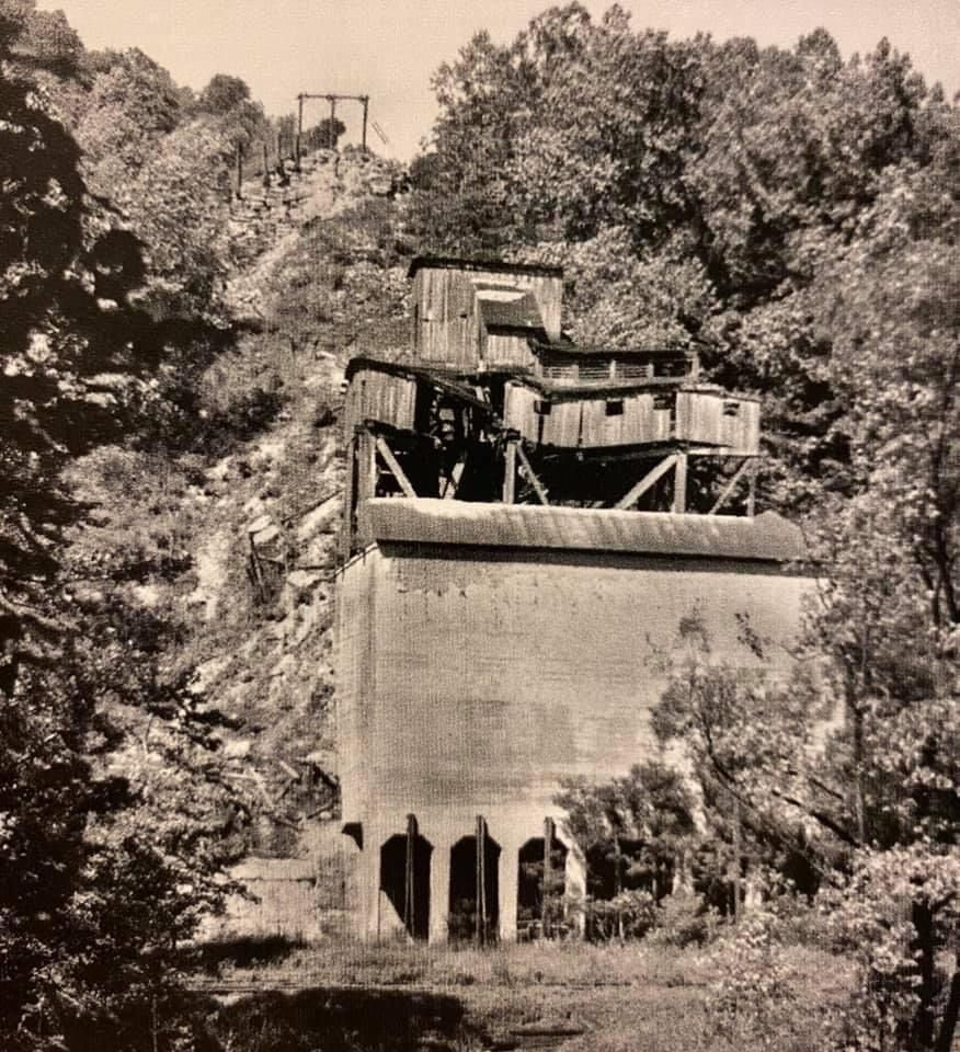 The Loyalhanna Gorge Stone Tipple And The Ligonier Valley Railroad Places To Go Railroad Images Stone Quarry