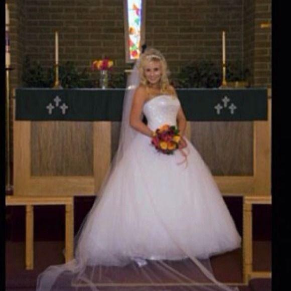 Wedding Dress (BallGown/Princess Style) Oleg Cassini
