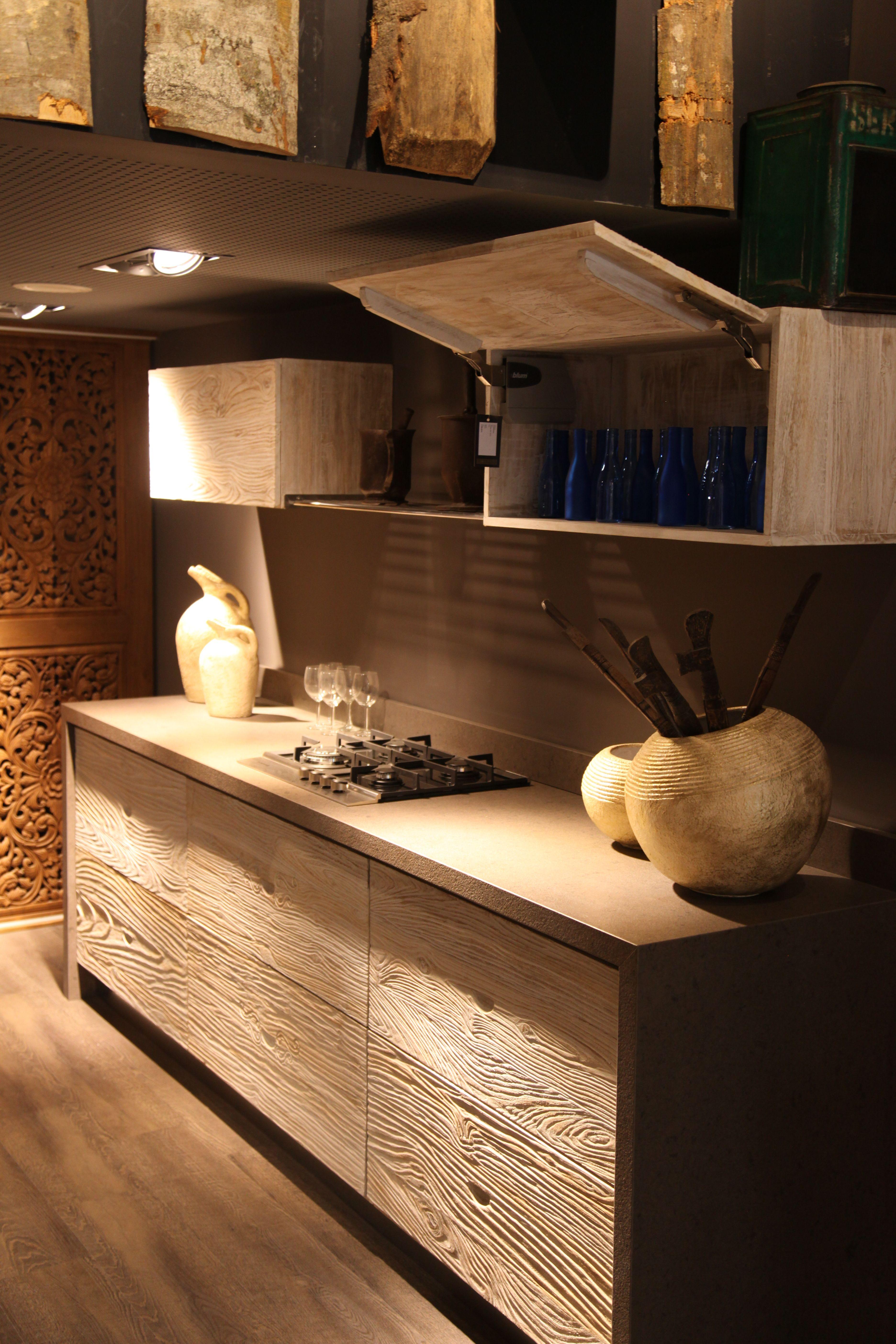 Cocina tenuee con muebles hechos a medida piezas de for Construccion de muebles de madera