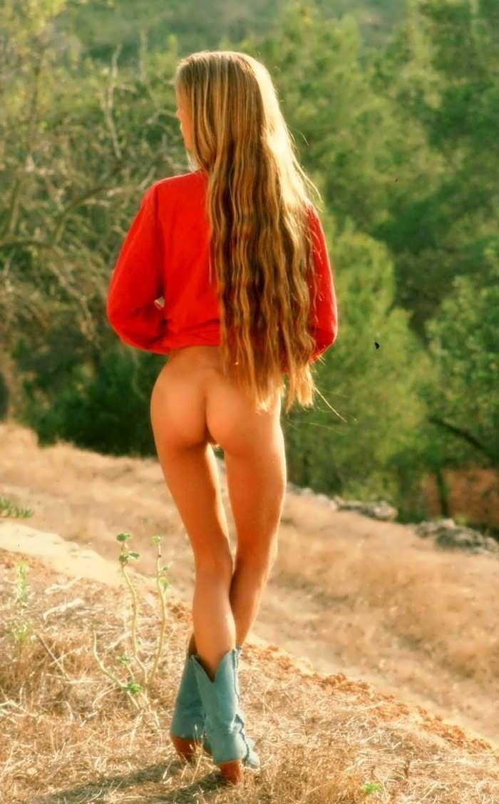 stunning redhead amateur babe with nice buttoutdoor sexy