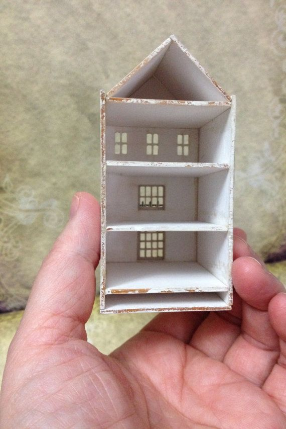 An Adorable Dollhouse For A Dollhouse Scale 1 144 Scale Tiny House To Understand The Size If You Have A 1 12 Scale Dollho Doll House Miniatures Mini House