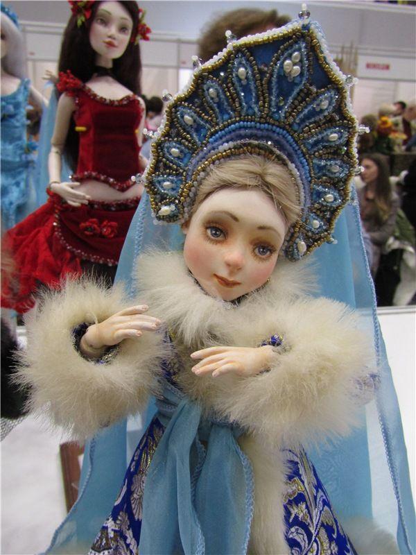 Расскажи, Снегурочка, где была? - На Тишинке я была, Вас я в гости позвала. Выставка - Международный Салон кукол 2016 / Выставка кукол - обзоры, репортажи, информация, фото / Бэйбики. Куклы фото. Одежда для кукол