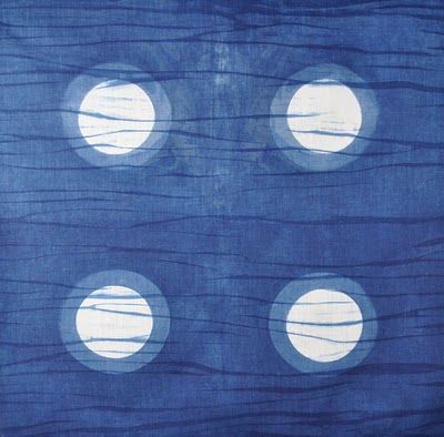 I love this dye design, a combination of itajime and bomaki, although it looks like arashi to me. Does anyone know the difference? I want to try this but with one large circle to look like the moon. Will update pics when i do!
