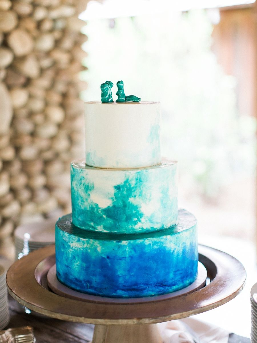 Bride steals the show in hayley paige wedding dress cakebaking