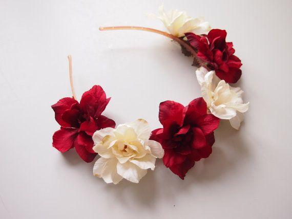 rot und weisse Blumenkrone Blumenhaarreifen  von michaelascalisi, 25.00