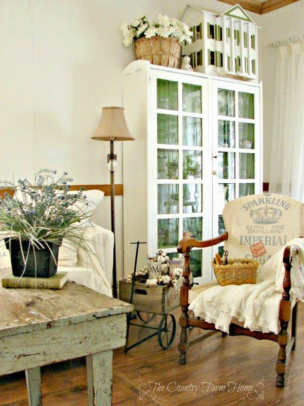 French Farmhouse Living Room Decor: Peaceful Farmhouse Living Room