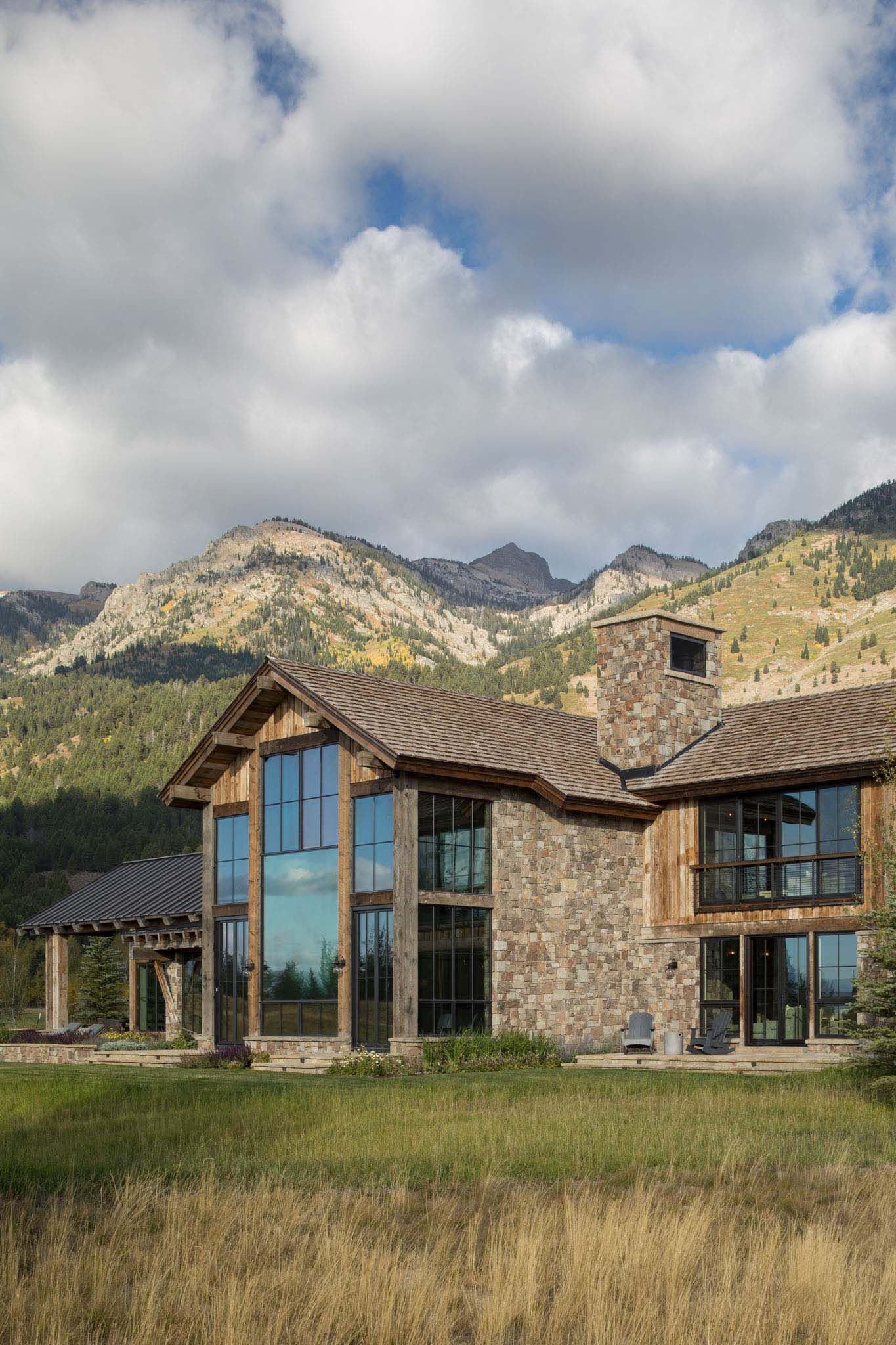 Rustic mountain home exterior also delightful in wyoming with  dramatic backdrop rh pinterest