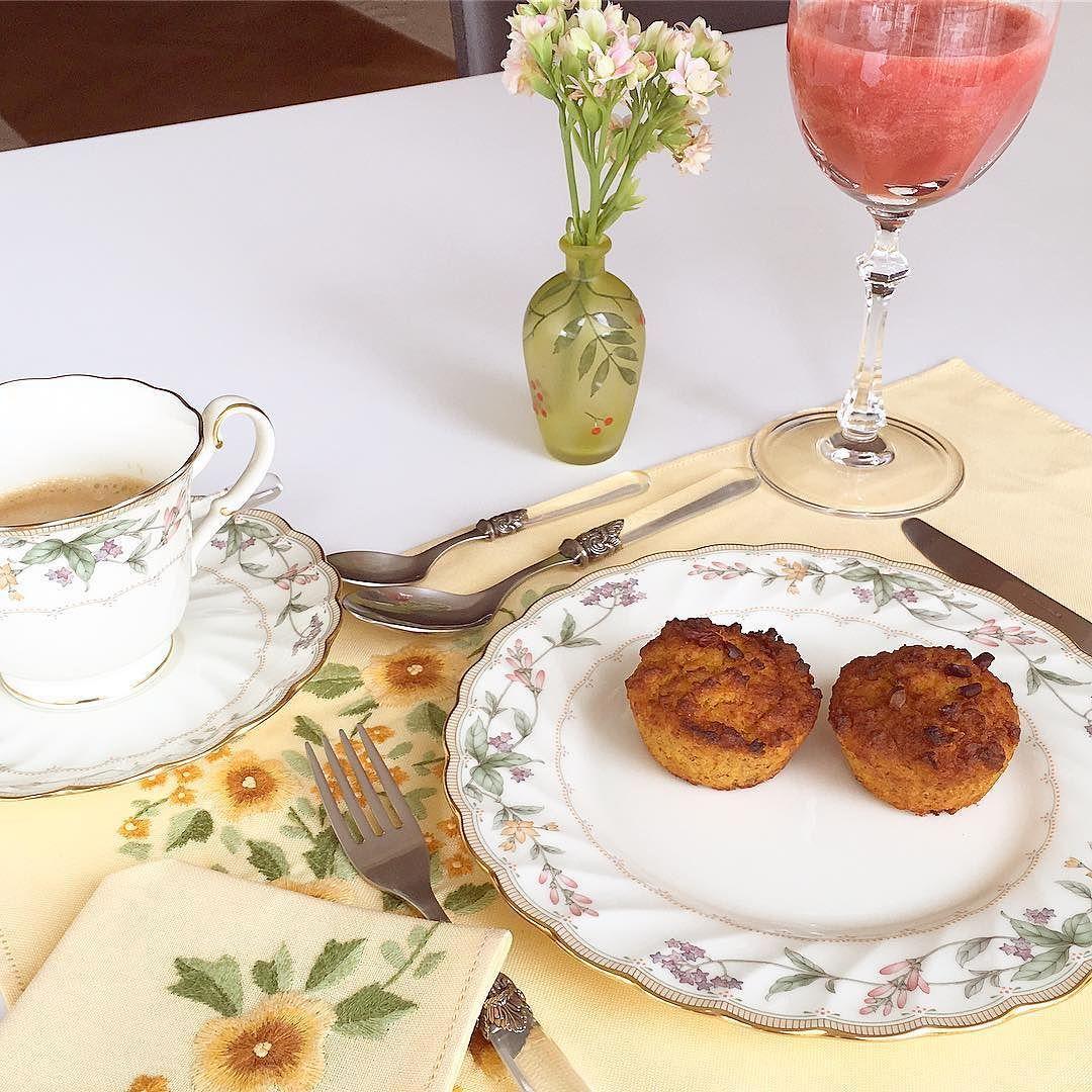 Bolo de cenoura quentinho para o café da manhã! Último dia de @clublifefoods low carb! Já estou me sentindo mais leve!