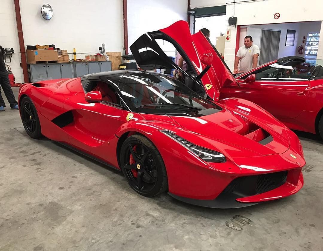 The Laferrari That Will Hit Cape Town Roads Has Touched Down In Sunny South Africa Photo Via Selwynchatz Southafrica Cape La Ferrari Car Collection Ferrari