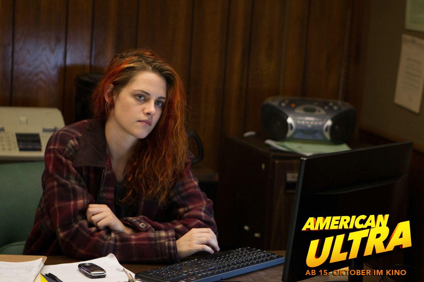 Mikes Freundin Phoebe (Kristen Stewart). AmericanUltra