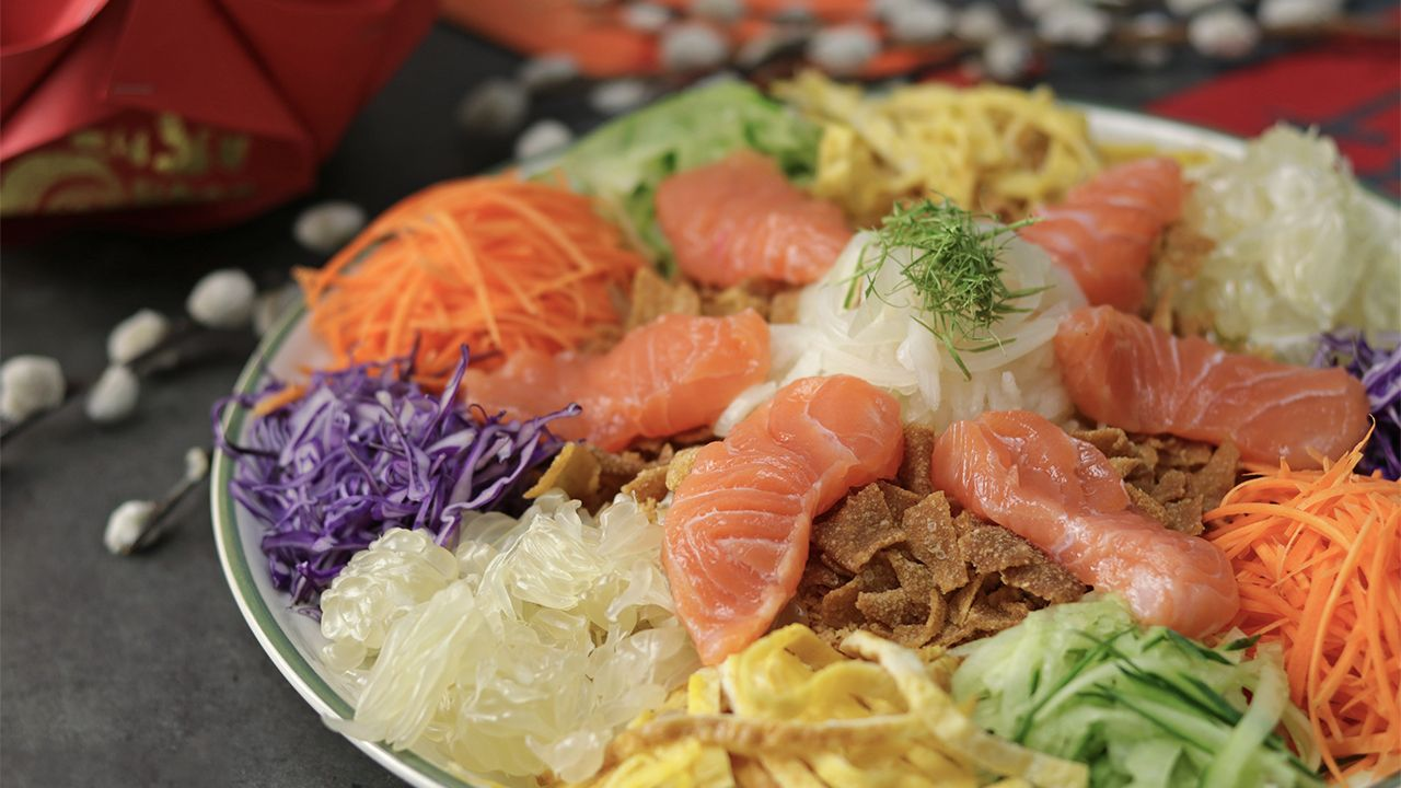 Yee Sang Yu Sheng Or Prosperity Toss Is A Refreshing Appetizer Consisting Various Ingredients That Is Served During Chin Recipes Yee Sang Recipe Food Festival