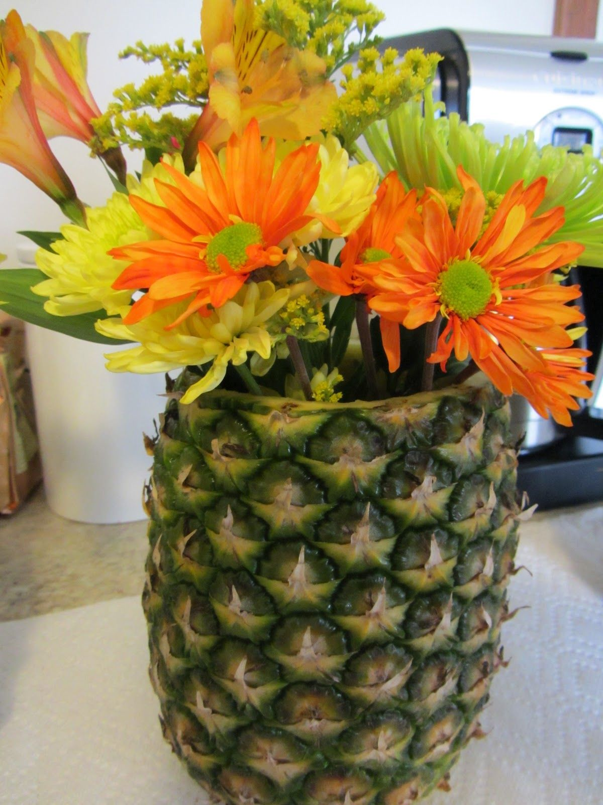 Tropical Themeuse Holowed Out Fresh Pineapple As A Vase For