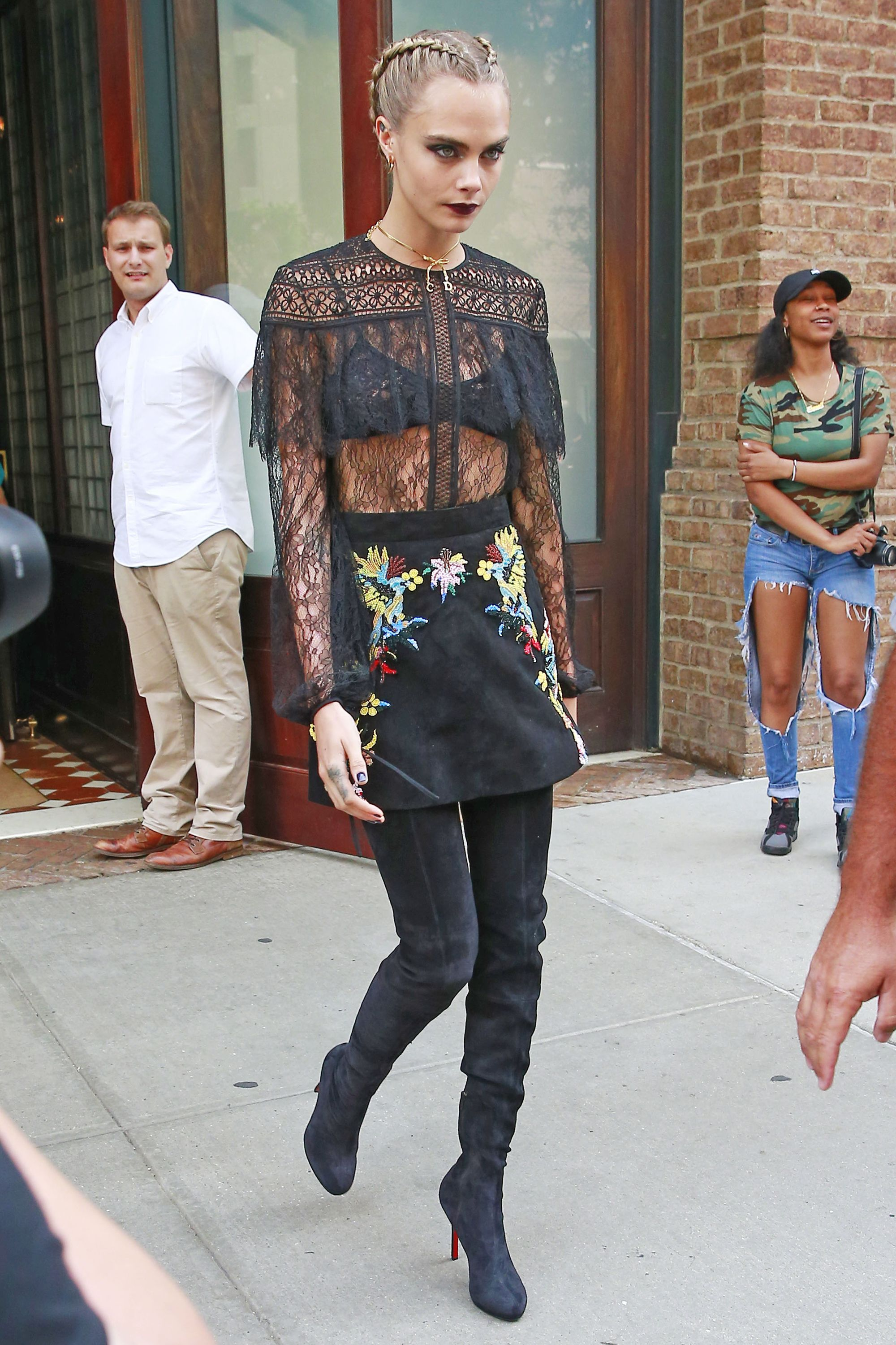 Cara delevingne leaves her hotel in nyc nudes (53 images)