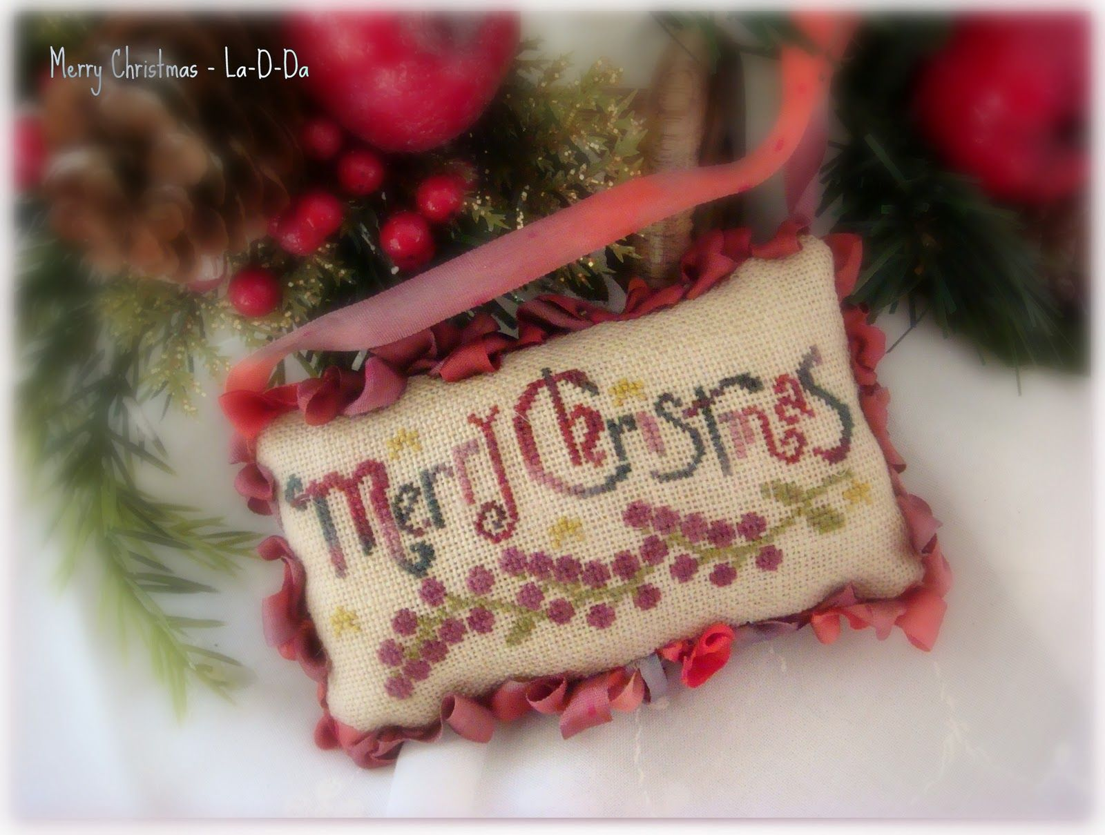 """La-D-Da """"Merry Christmas"""" from the 2009 JCS Christmas Ornament issue"""